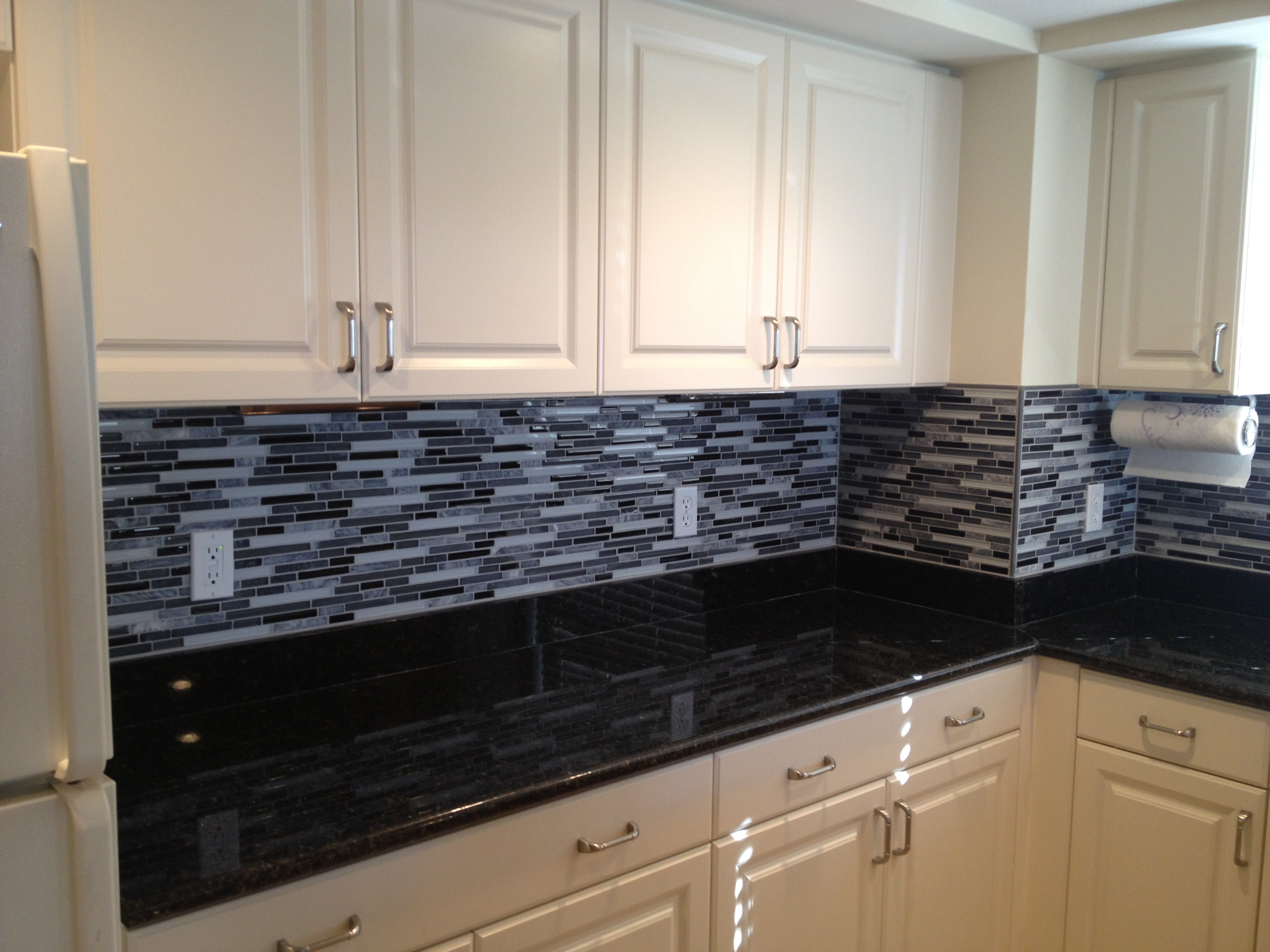 Subway-Tile-Backsplash-White-Kitchen-Cabinets-with-Granite